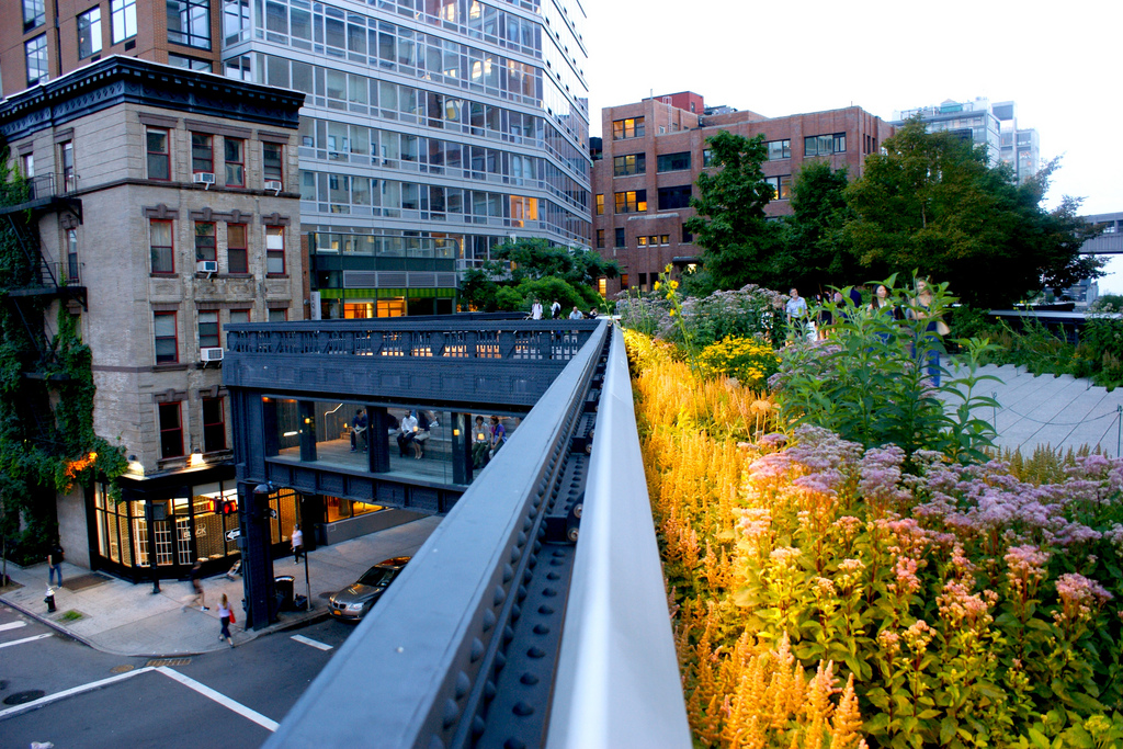From 1934 until the 1960s, the High Line was used to deliver milk, meat, produce and raw and manufactured goods without causing street-level traffic. PHOTO: Iker Alonso