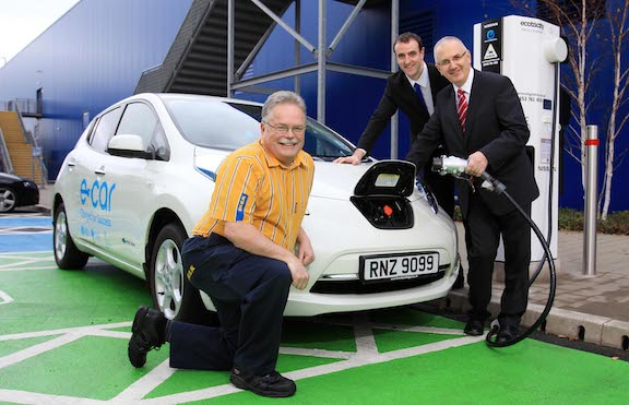 In Northern Ireland, Environment Minister Mark H. Durkan, Transport Minister Danny Kennedy and IKEA Belfast's Sustainability Leader Nigel McGarry launch rapid charging stations for electric cars. Flickr / Northern Ireland Executive
